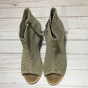 Toms open toe boots size 7